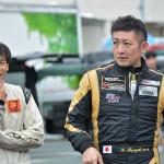 佐野新世選手と#38 AKI MIYAZAKI選手の談笑。
