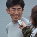 川地欽也選手。笑顔でインタビュー。
