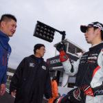 (9)レース後トラブルの詳細を報告する大島選手